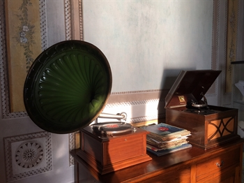 The old gramophone - l'antico grammofono